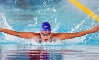 Carla Casals nadando a mariposa