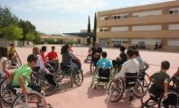 Ismael García dando una charla en un instituto
