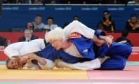 Marta Arce haciendo una llave de judo a su rival