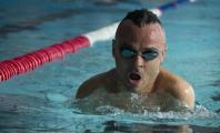 Ricardo Ten entrenando en la piscina